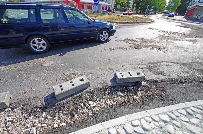 Kalliontien ja Pidisjärventien risteyksen kiertoliittymä on ollut remontissa koko kesän.