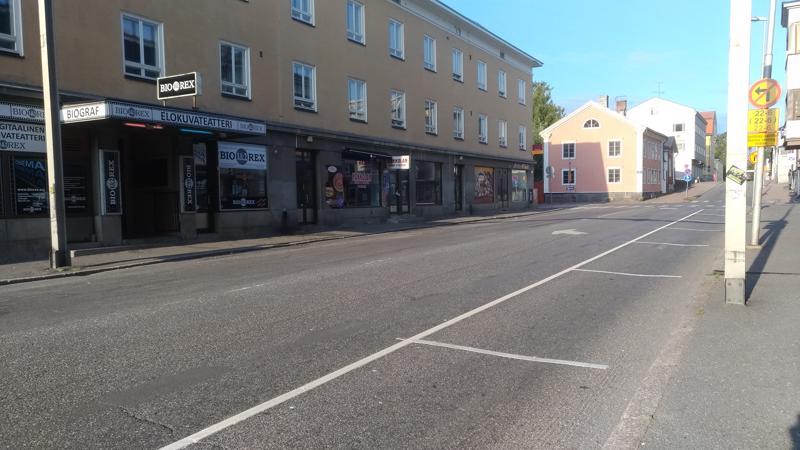 Pysäköintipainetta helpottaa Pitkänsillankadulle tulleet kymmenen pysäköintipaikkaa.