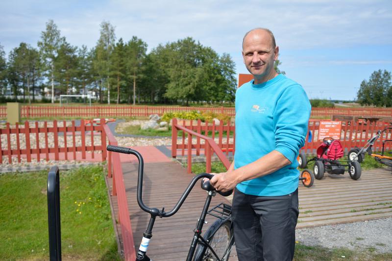 Kokkola-Campingin toimitusjohtaja Erkki Ahtiainen kertoo, että heidän tarjoamiaan pyöriä vuokrataan jonkin verran. -Vuokrausmäärä oli tänä kesänä jostain syystä viime kesää alhaisempi, Ahtiainen toteaa.
