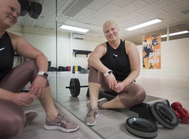 Ryhmäliikunnan ohjaaja Lilli Kumpulainen ei vain nauti itse liikkumisesta, vaan myös toisten ihmisten liikuttamisesta. Antoisinta ohjaajan työssä on nähdä ja jakaa ryhmäliikuntaan osallistuneiden ihmisten onnistumiset.