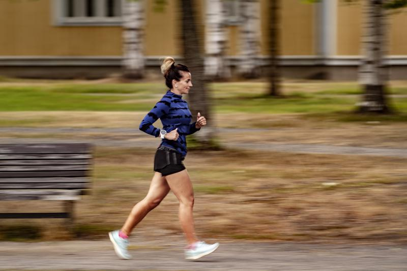 Harjoituslenkkiä juokseva Milla Vierimaa on tuttu näky Suntin varressa.