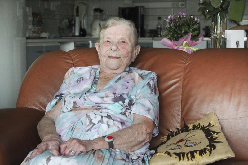 -Jos jotaki huonua sattuu, niin pittää sanua, että taas meni väärin, Eeva Ruotsalainen, 97 v. elelee tyytyväisenä päivän kerrallaan.