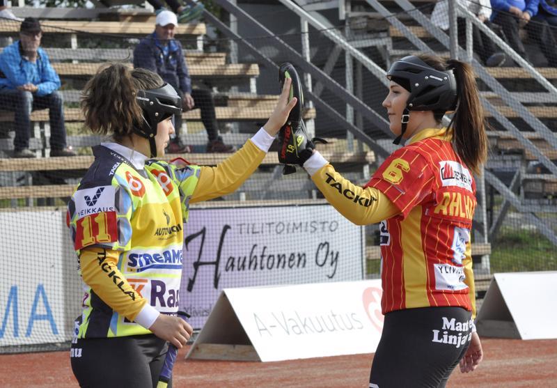Anu Nyman ja Jenna Ahlholm ovat kuuluneet Kuulan kokeneimpaan kaartiin kolmen ykköspesiskauden aikana.