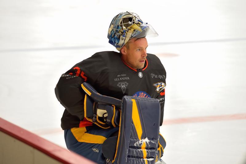 All Starsin maalilla kiekkojen torjunnasta vastasi Pekka Rinne.