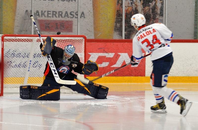 Pekka Rinnekin pääsi välillä torjuntapuuhiin.