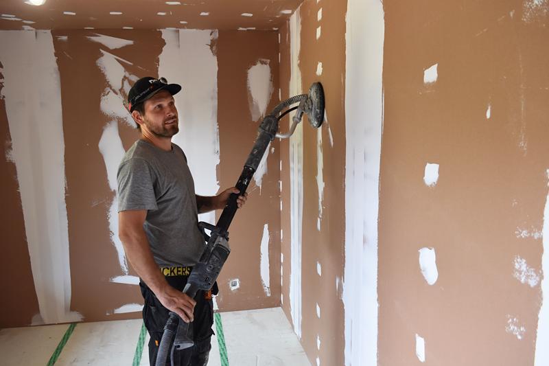 Päivätöiden lisäksi Tauno remontoi myös kotonaan yhtä talon huonetta.