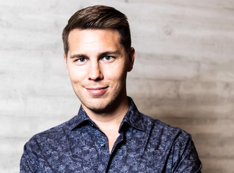 Baritoni Aarne Pelkonen on nuoren polven menestyneimpiä ja kysytyimpiä oopperalaulajia Suomessa. Hän esiintyy Vetelissä irtanaisviikoilla.