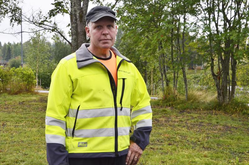 Koulutuskeskus Jedun puu- ja rakennusalan työelämäkoordinaattori Paavo Manninen sanoo, että koulutusreformin tuoma mahdollisuus suorittaa tutkinnon osia helpottaa oppisopimuskoulutukseen pääsemistä.