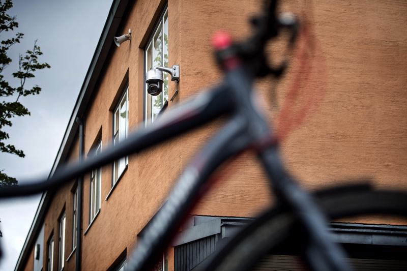 Hollihaan koulu Kokkolassa on ottanut käyttöön valvontakamerat piha-alueella.