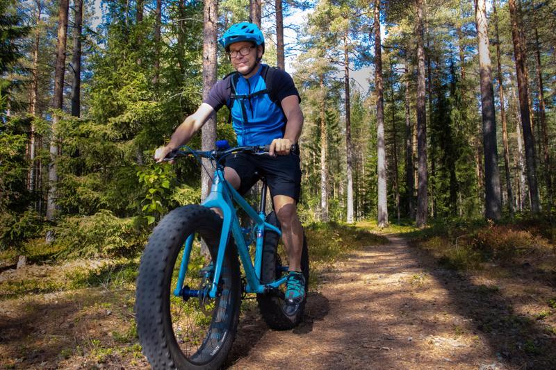 Anders Holmberg on harrastanut maastopyöräilyä kaksikymmentäviisi vuotta. Hän on myös Kammenkiertäjät MTB:n yksi perustajajäsenistä.