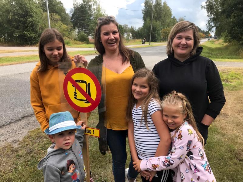 Pyry, Pinja, Pipsa ja Heidi Keto-Tokoi, Asta Silvanne ja Mea Keskinen toivovat turvallista koulutietä.