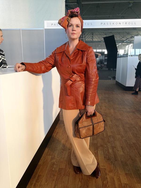 Anette Salonen lähdössä Spearairin matkalle. Odotusta lähtöaulassa riitti kahden kuvauspäivän aikana.