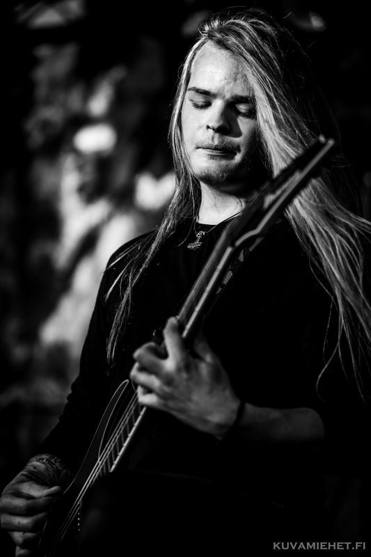 Jasper Ranta-Nilkku kuvailee Scars of Solituden musiikkia melankoliseksi metalliksi.