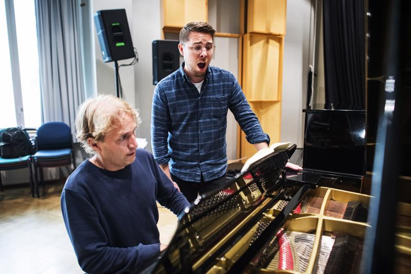 Juho Alakärppä ja Aarne Pelkonen harjoittelivat konserttiohjelmistoa torstaina Kokkolassa.