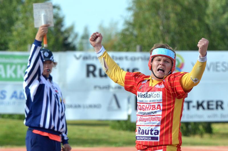 Tuuletuksista näki, että kunnari maistui Aappo Savikoskelle. Savikosken lyönti nosti Kuulan kolmen juoksun takaa tasoihin ja käytännössä ratkaisi pelin.