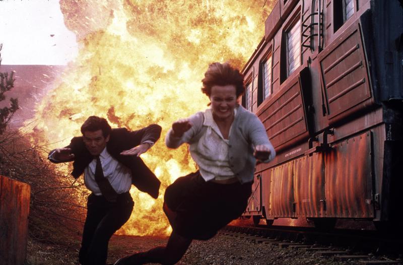 Hei hulinaa! Bond ravistettuna, mutta ei sekoitettuna. 007-elokuvien kesäsarja jatkuu.