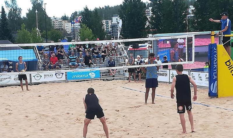 Finaalissa pelaamassa etualalla Esko Tuorila vasemmalla ja Eero Tuorila oikealla, vastassa vasemmalla Ville Kattelus ja Sebastian Pozo Hernández.