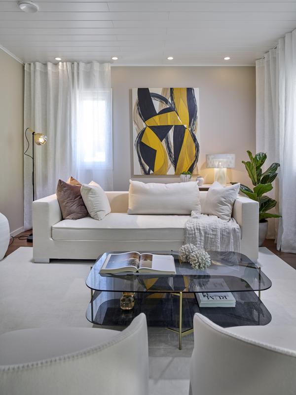 Airon Haave -kohteen olohuone luottaa rauhallisiin sävyihin.