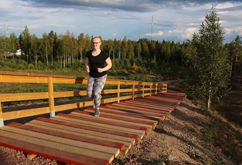 Juoksuportaissa saa tehtyä helposti tehokkaan treenin - Pelkkä juokseminenkin nostattaa jo sykettä.