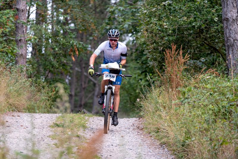 Vauhdissa. Väinö Venetjoki tämän vuoden pyöräsuunnistuksen MM-kilpailuissa Tanskassa.