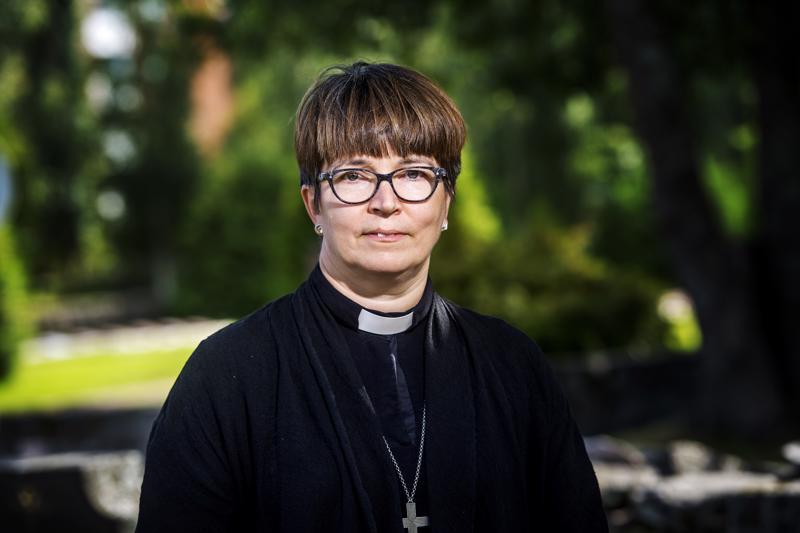 Ylivieskan seurakunnan kirkkoherra Eija Nivala sekä koko uuden kirkon rakennustoimikunta olivat koolla heti torstaina.