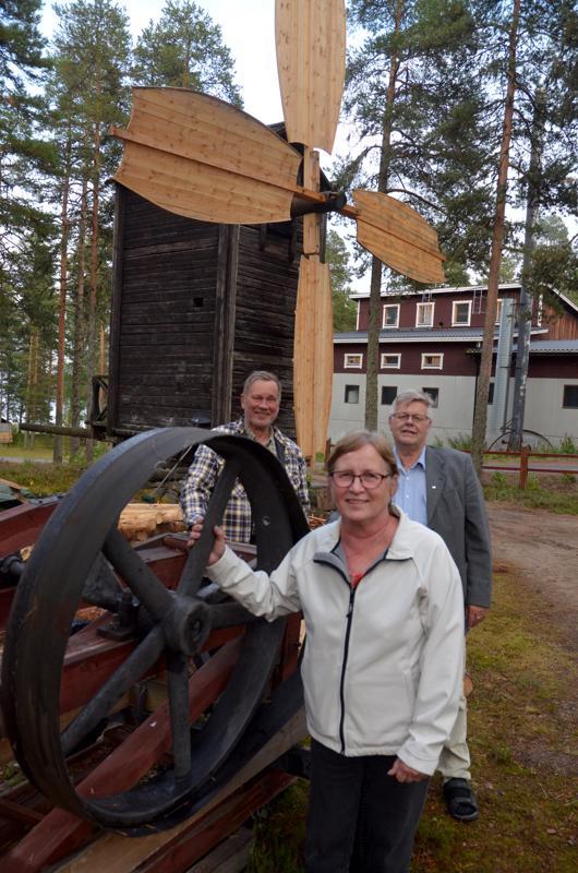 Maalaisjärkeä tarvitaan. LC Lestijärven presidentti Riitta Tuikka, Timo Lappi ja Esko Ahonen toivovat, että jatkossakin Muikkumarkkinoiden arpajaisten arvonta voidaan järjestää tapahtumapaikalla.