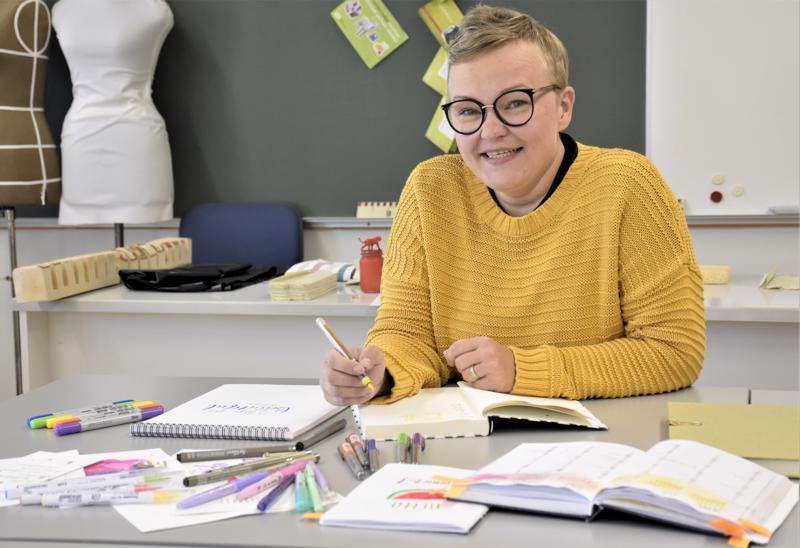 Suomalaisen työväenopiston Bullet Journal & Brush Lettering -viikonloppukurssin opettaja Tanja Kirsilä painottaa, että bullet journal on aina omistajansa näköinen.