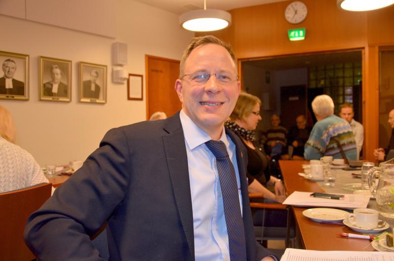 Kirkkovaltuutettu Antero Saulio on ollut aktiivinen osallistuja ja keskustelija Ylivieskan kirkkohankkeessa.