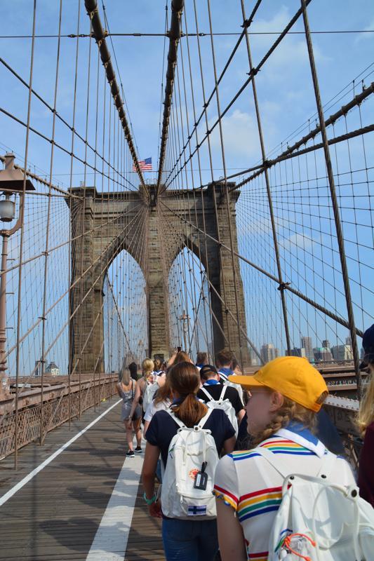 Oheismatkalla New Yorkissa osa porukasta vieraili Brooklyn Bridgellä.