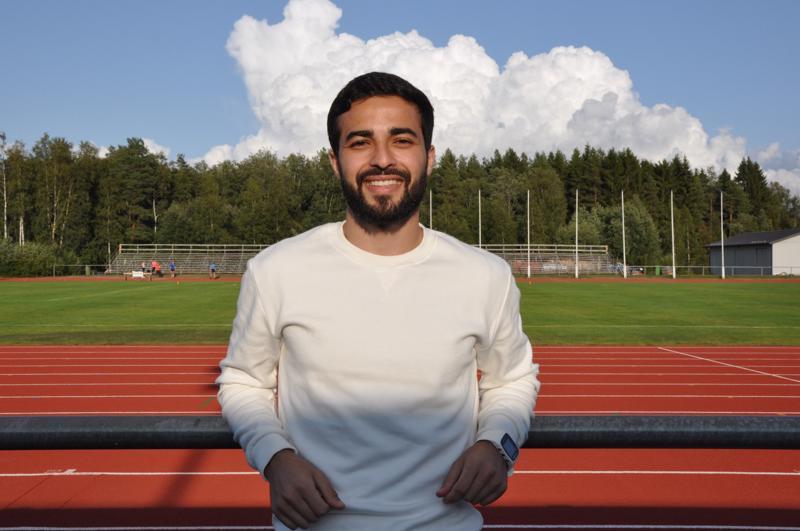 Mustafa Al-Jubourin löytää usein kesäaikana Kirkonmäen urheilukentältä treenaamassa.