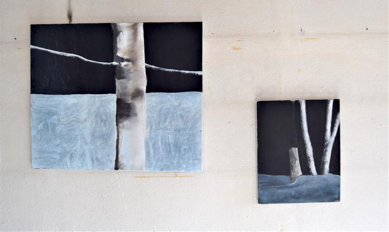 Aki Koskinen kuvaa teoksissaan metsän sisusta ja on tehnyt maalauksiaan luonnossa, tutkimalla.