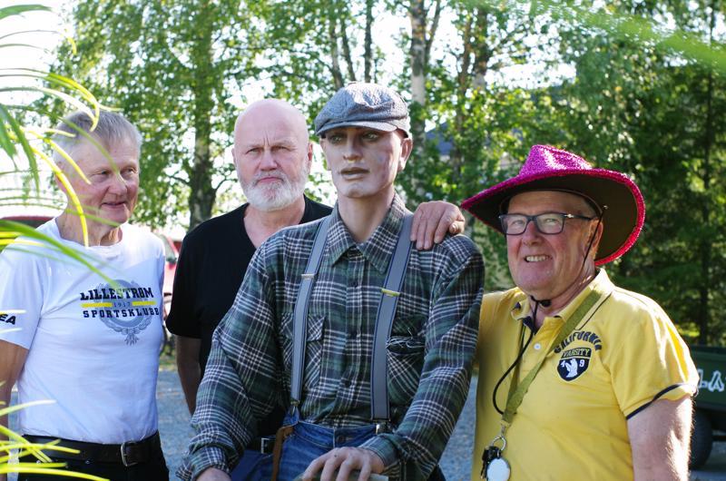 Paikalla olivat Taito Aitto-oja, Matti Ahistus, Juntti-Kalle, jota Crazylandin ohikulkijat tervehtivät ja ihmettelevät, miksei tuo tervehdi takaisin ja Vilho Kukkurainen.