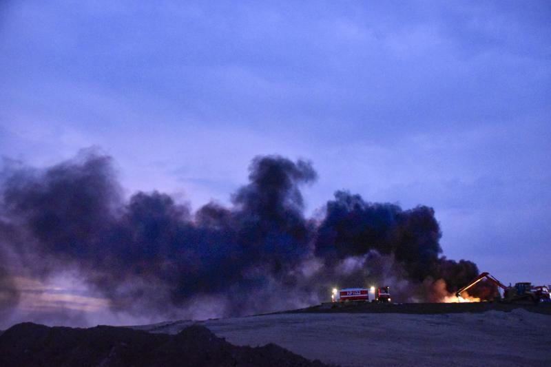 Pietarsaaren vanhan kaatopaikan palosta tuprusi vaarallista savua tuulen mukana kaupungin suuntaan.