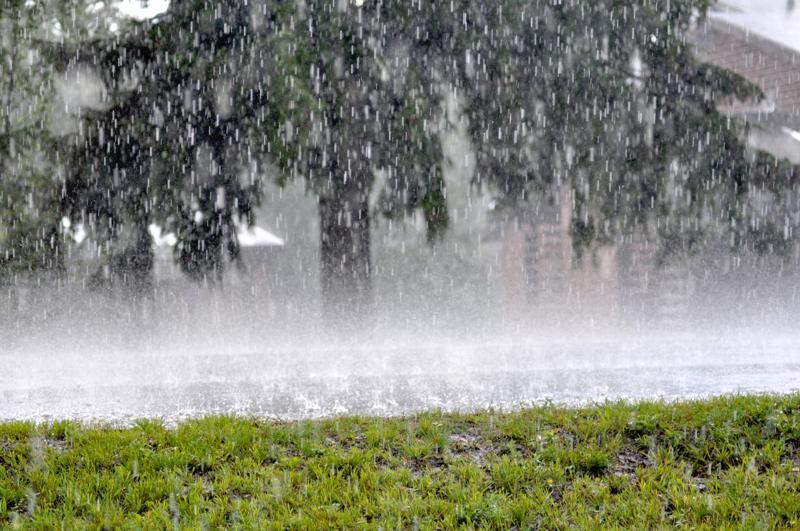 Sade ja tuuli haittasivat liikennettä Keski-Pohjanmaalla maanantaina iltapäivällä. Kuva on vuodelta 2014.