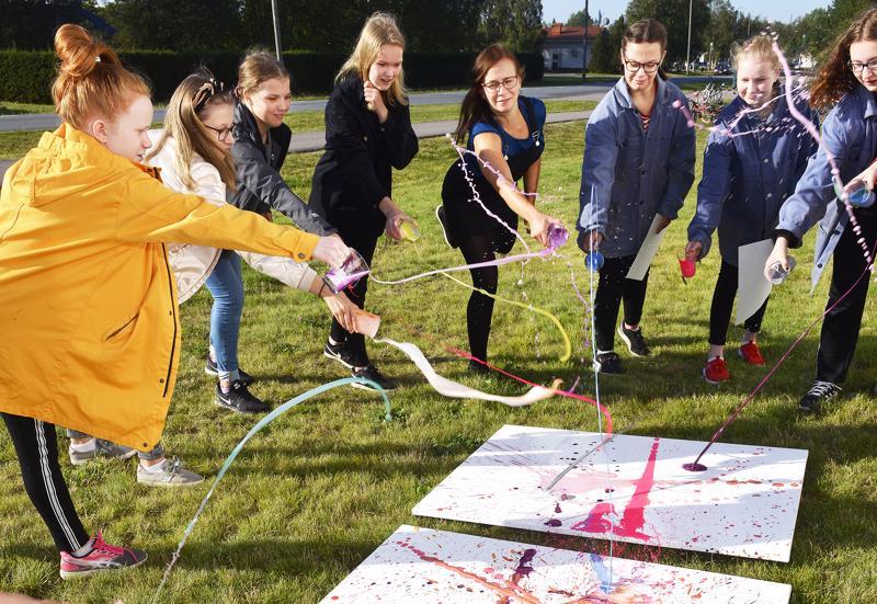 Jokirannan koululaiset osallistuivat TaideFestiin tekemällä taideteoksen, jonka Ylivieskan kaupunki lunastaa.