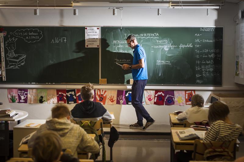 Yli-Kotila käyttää opetuksessaan sekä perinteistä luokkaopetusta että uudenlaista projektityyliä.