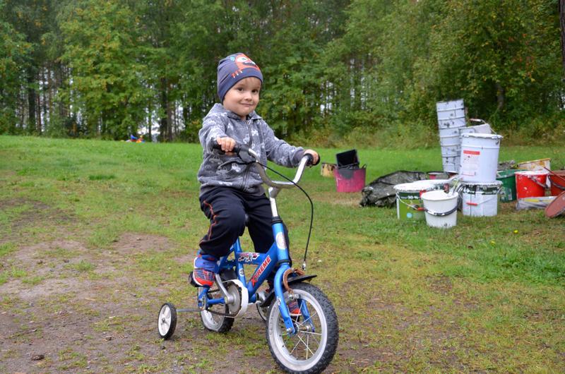 Roni Tynkkinen pitää paljon pyöräilystä. Isona hän haluaa kuljettaa pyörällään postia.