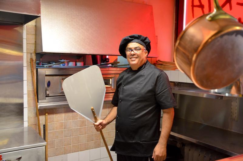 Samir Ressam on viettänyt aikaa paljon pitsauunin vieressä. Pitsalapio on myös tullut miehelle tutuksi.