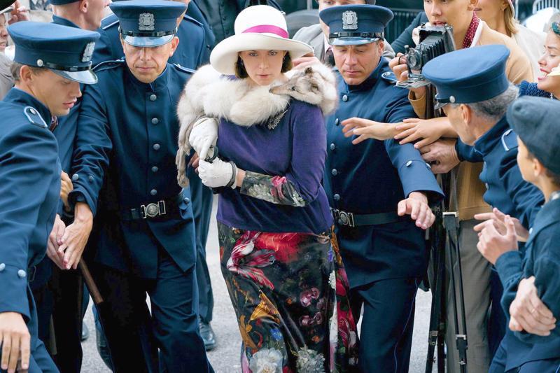 Pihla Viitala näyttelee Maria Åkerblomia Zaida Bergrothin elokuvassa Marian paratiisi.