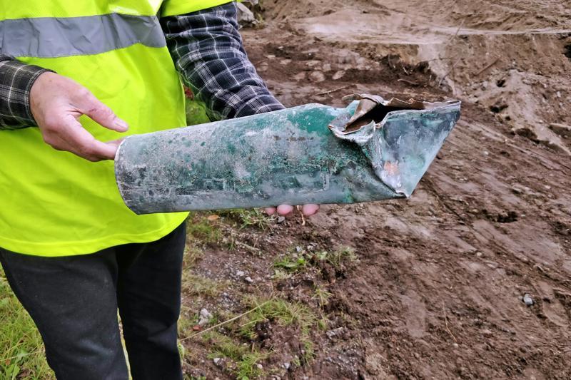 Kuparinen lieriö on kestänyt hyvin aikaa. Toinen pää meni ruttuun kaivaustöissä.