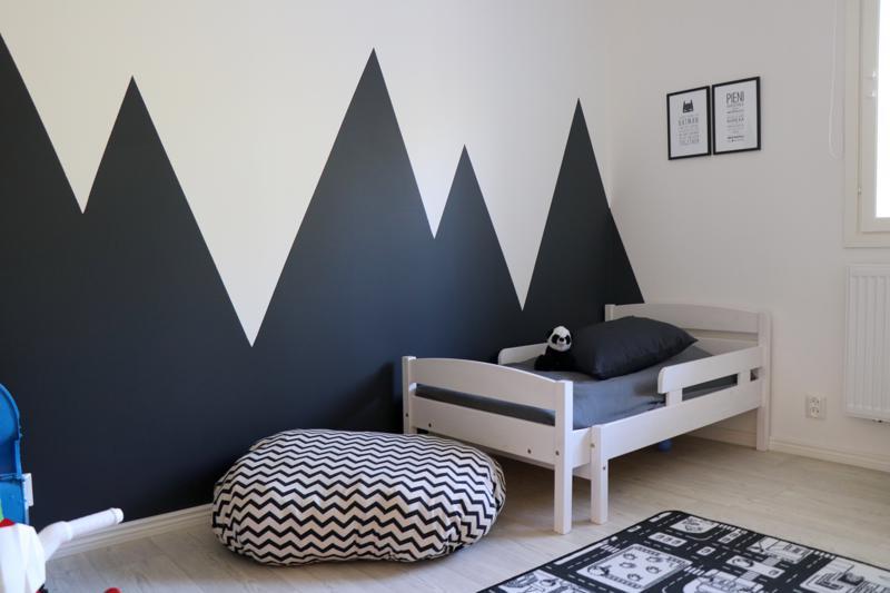 Mion, 2, huoneeseen on maalattu vuoria.