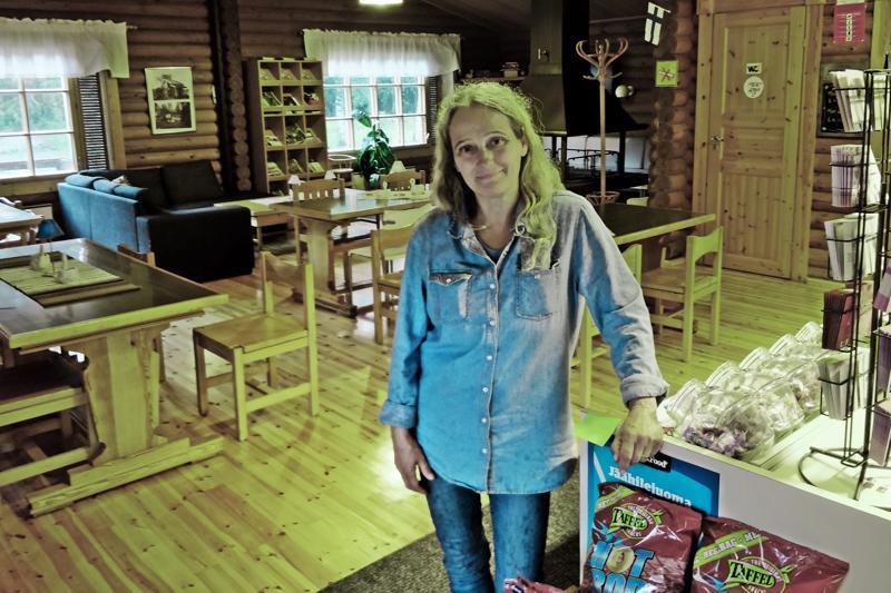 Monika Åström on aiemmin toiminut mm. maatilayrittäjänä ja viimeksi lähihoitajana. Leirintämatkailusta hänellä on useamman vuoden kokemus.