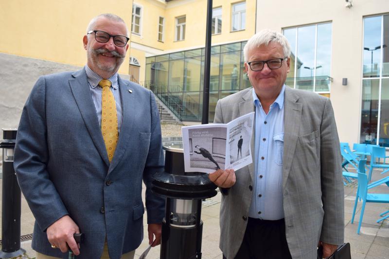 Rotaryklubi Pietarsaari-Mässkärin puheenjohtaja Erkki Salmu ja sihteeri Osmo Ojala ovat tyytyväisiä tulevaisuusseminaarien tähänastisiin kokemuksiin.  - Jatkoakin ilmeisesti seuraa.