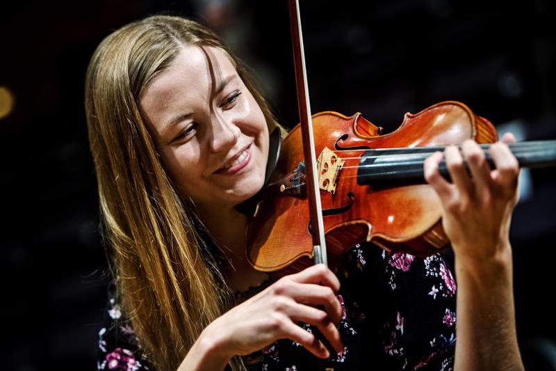 Ida Tunkkari innostuu muiden kanssa soittamisesta.