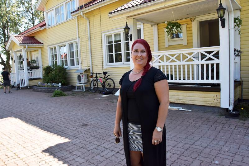 Tiina Erikssonin mukaan Haapavedelle ollaan avaamassa yhteisöllisen tukiasumisen yksikkö vielä lähiaikoina. Lauantaina Nevalanmäen Perhekodit Oy palkittiin maakunnallisella yrittäjäpalkinnolla.