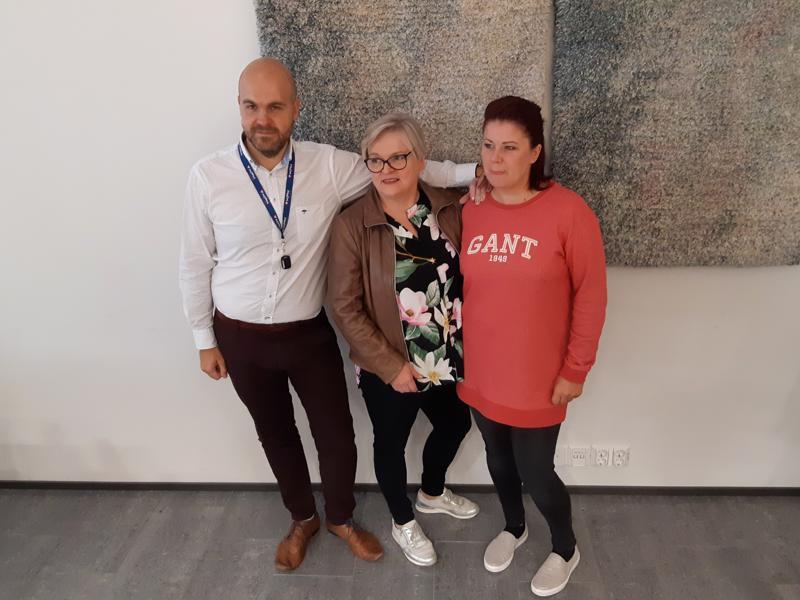Ulpu Välikangas (keskellä) on luovuttanut joulumessujen järjestämivastuun KPK Eventsille. Käytännössä messuja kokoavat jatkossa Julius Lindholm ja Niina Palosaari.