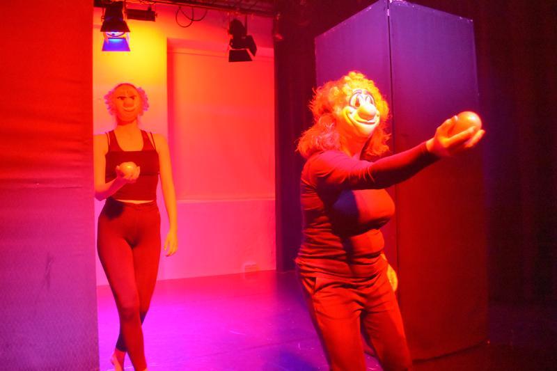 Jokihelmen opiston tanssikoululaisten Labyrintti-teoksessa yhdistyivät tanssi, musiikki ja valoshow. Ensimmäinen esitys veti Kirnun katsomon täyteen, kaksi myöhempääkin näytöstä puolilleen.