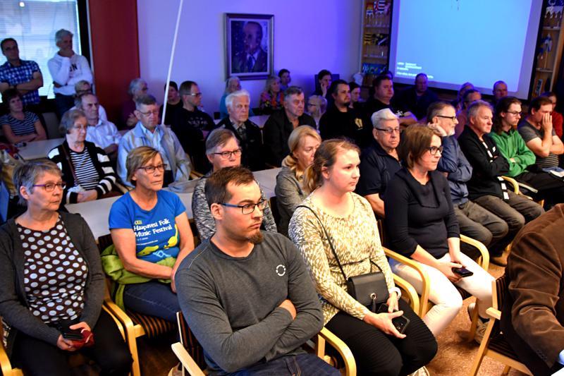 Valtuuston kokousta oli seuraamassa yli 50 kaupunkilaista.
