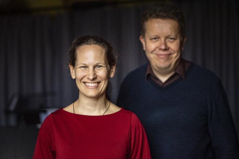 Malin Broman ja Lauri Pulakka iloitsevat siitä, että musiikkimaailmasta tulee entistä moniäänisempi. Keski-Pohjanmaan Kamariorkesterin konserteissa huomioidaan tasa-arvonäkökohdat.