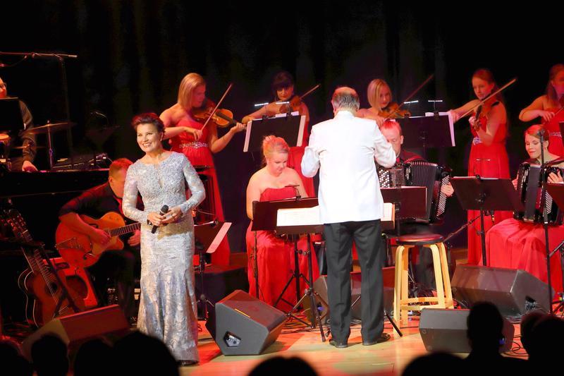Arja Koriseva esiintyy Guardia Nuevan kanssa yhdeksän konsertin kiertueella.